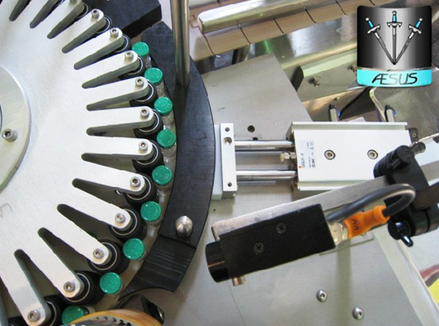 Automated Custom Conical Bottles Pointed Containers Rotary Labeling Machine Details
