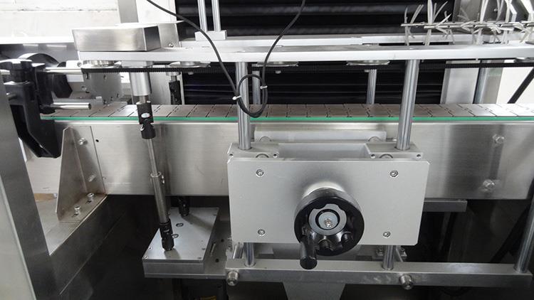 Automatic PVC Shrink Sleeve Bottle Labeling Machine