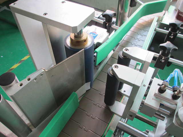 Automatic Vertical Round Metal Cans Labeller Equipment Machinery Details