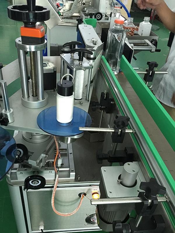 Automatic Vertical Square Bottles Four Sides Labeling Machine Details