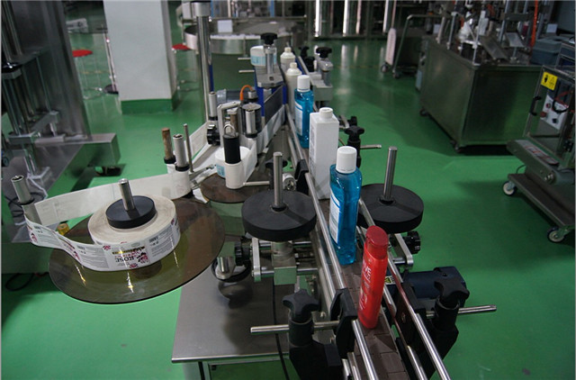 Configuration of vertical round bottles labeling machine automatic